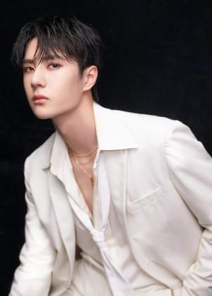 王一博纯白西装酷帅图片写真