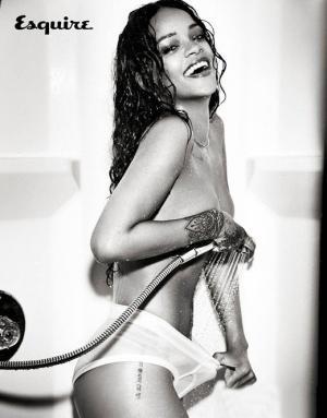 性感小天后蕾哈娜最新狂野湿身照
