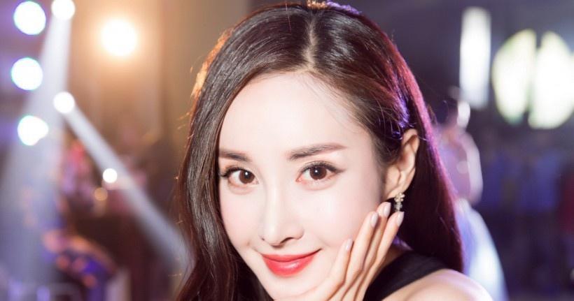 美女演员王若心写真