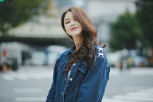 甄琪清新可爱街拍图片