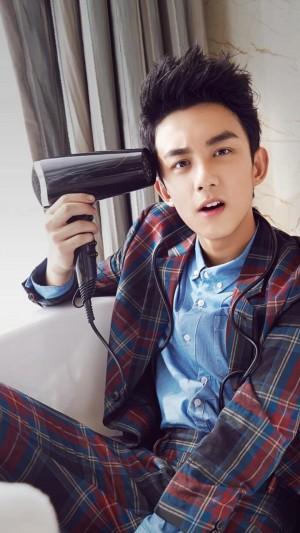 时尚俊朗大男孩吴磊帅气写真