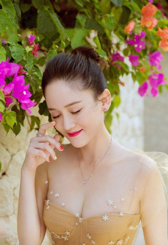 美女陈乔恩唯美婚纱写真曝光 雪肌娇嫩事业线傲人