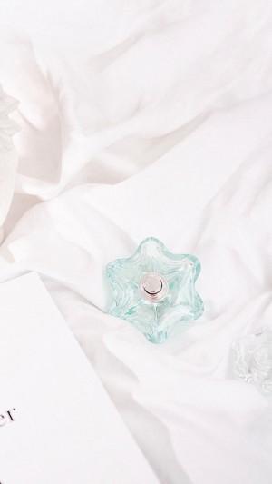 纯白淡雅清新唯美香水瓶静物手机壁纸