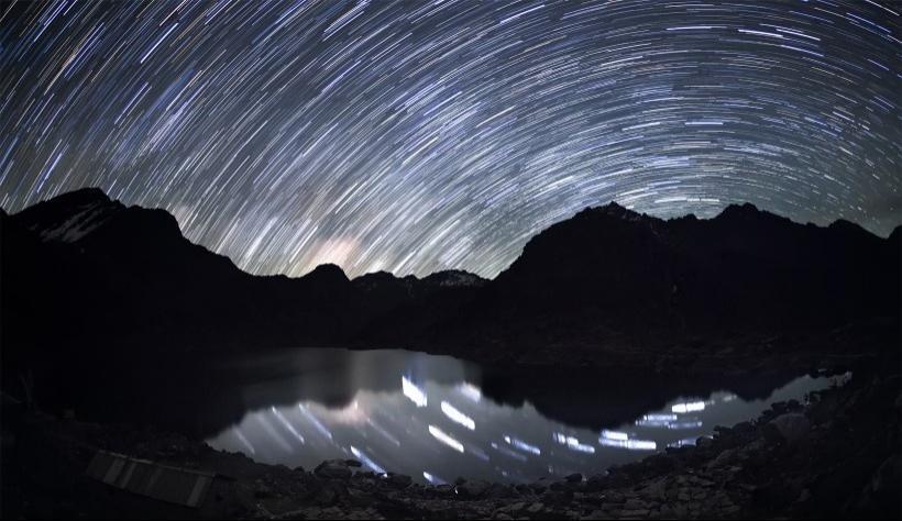 唯美的高山星空写真图片