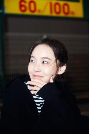张佳宁可爱俏皮冬日街拍图片