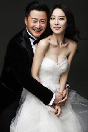 吴京谢楠韩式新娘婚纱图片