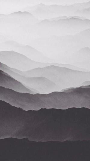 层峦叠嶂的巍峨山脉