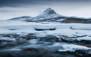 雄偉壯觀的雪山風景圖片桌面壁紙