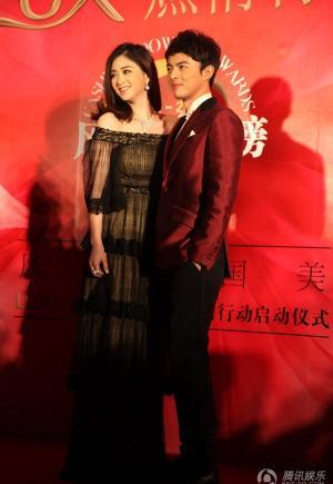 蒋欣和叶祖新女大男小情侣亮相荧幕
