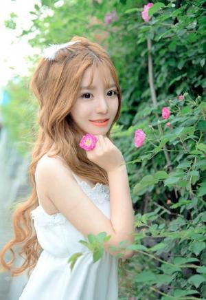 娇艳欲滴甜美花仙子白皙美女户外可爱性感唯美写真