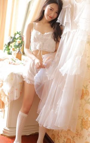 蕾丝吊带美女性感诱惑私房写真