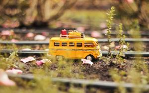 精致好看的大巴车汽车模型桌面壁纸
