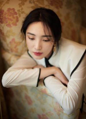 王紫璇珍珠白薄纱长袍复古迷人风情写真图片