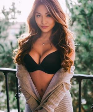 亚裔赛车女郎丽兹-卡拉(Liz Kara)性感私照