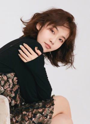 张佳宁清新靓丽时尚写真高清图片