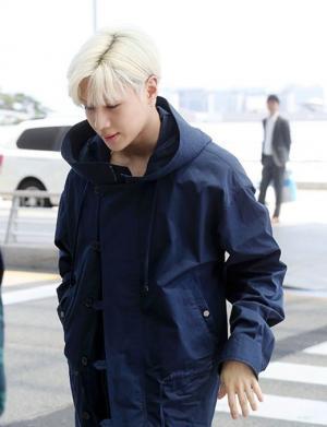 韩国男团SHINee成员李泰民(Taemin)机场照