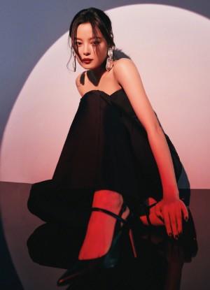 辛芷蕾初秋月影高级率性酷美写真