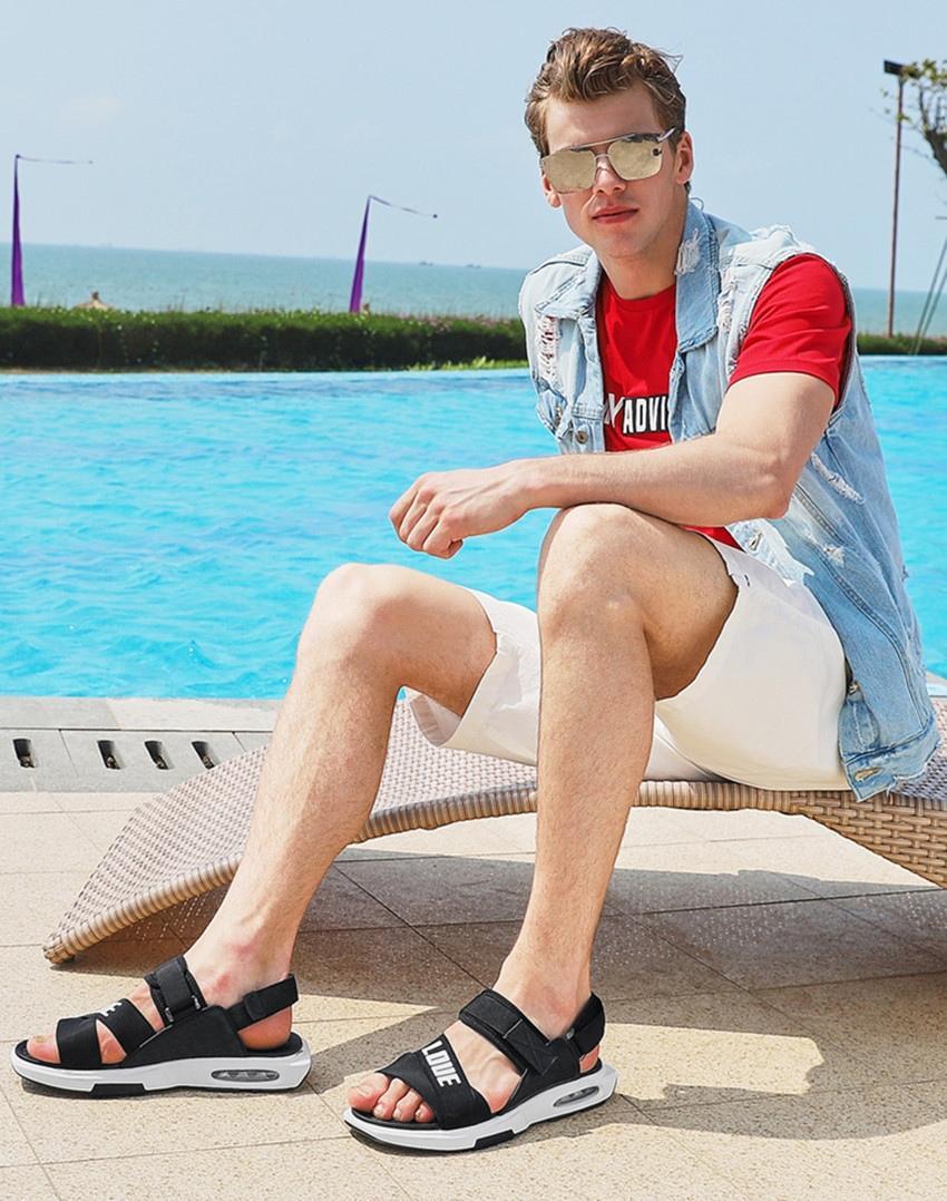 一双舒适透气的凉鞋,让帅哥劲爽酷热的夏天