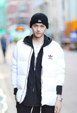 许凯初冬时尚街拍写真图片
