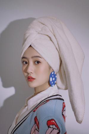 王梓薇个性妩媚时尚写真图片
