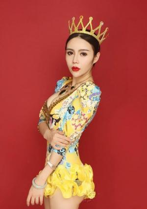 美女主持人王予晗摩登时尚造型写真