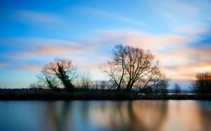 迷人的蓝色天空美景