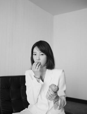 白百何白色西装干练写真图片