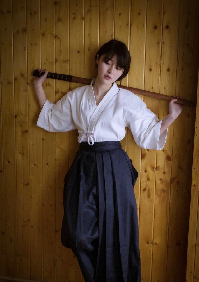 剑道时尚少女摆拍姿势帅气干练又甜美