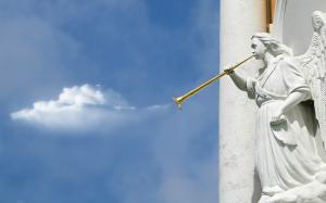 藍天下的壯觀雄偉雕像高清電腦壁紙