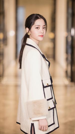 台湾女演员欧阳娜娜优雅气质甜美手机壁纸