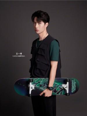 王一博酷帅滑板少年写真图片