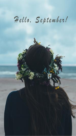 海风吹拂一个人看海九月你好图片带字