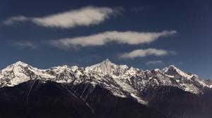 雪山峻峭迷人风光