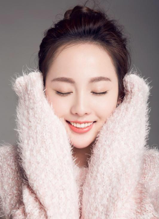 鹅蛋脸白皙肌肤美女粉嫩活力迷人写真