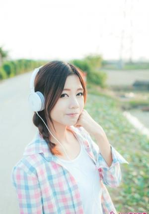 绿叶小妖爱听音乐秀纯美风姿写真