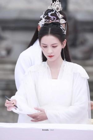张予曦千秋令文荣奖饭拍图