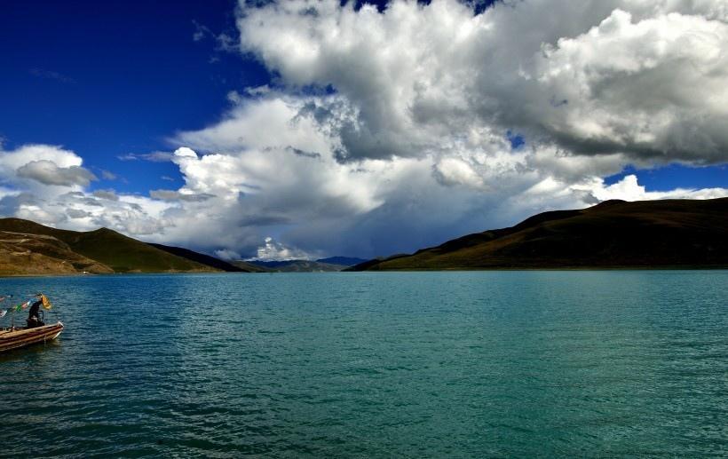 西藏羊卓雍错风景图片