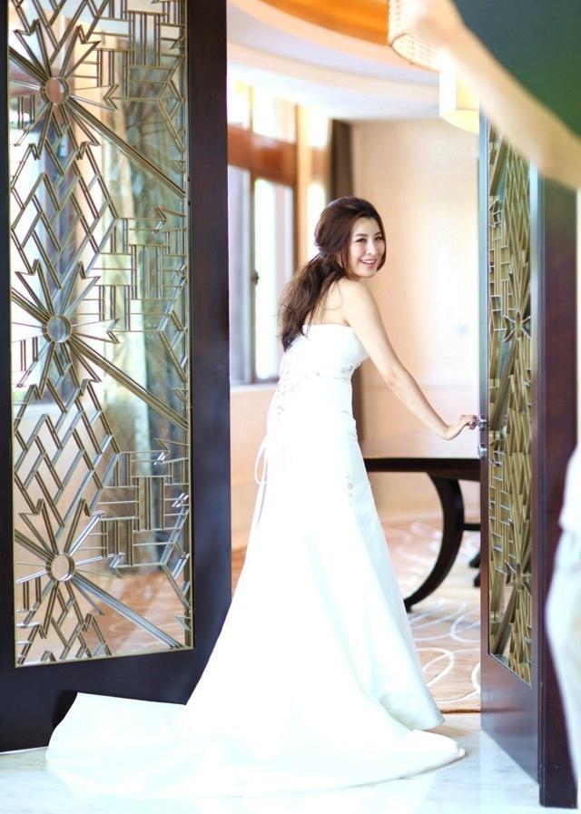 先结婚后恋爱主演王雅捷婚纱时尚写真