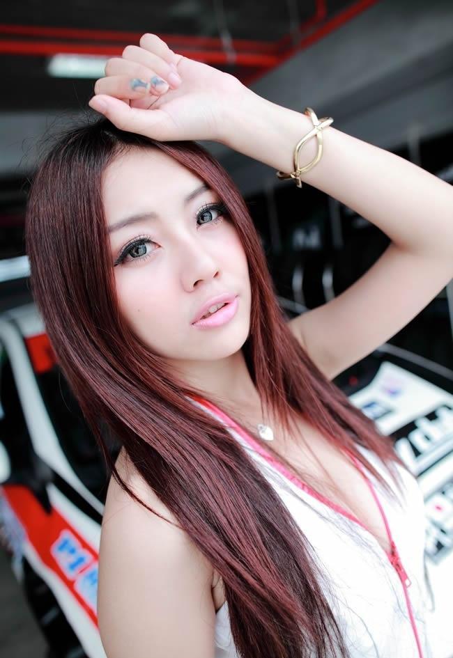 车展上的漂亮美女模特们图集