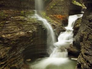 瀑布流溪唯美景色