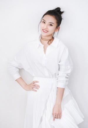 宋祖儿一袭白裙美的像小仙女
