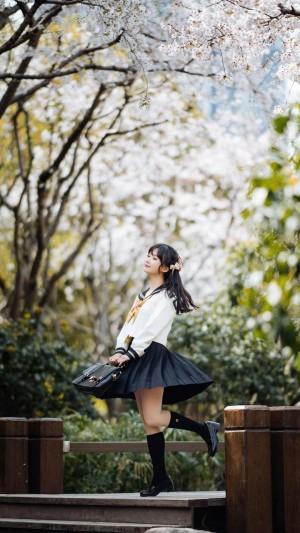 樱花树下清纯俏皮少女可爱户外迷人写真