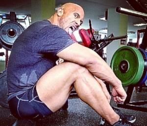 巨石强森肌肉进化图 巨石强森肌肉是怎么练得