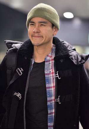 """彭于晏机场""""绿帽""""搞怪写真图片"""