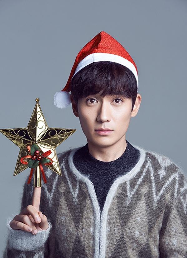 朱一龙眼神温柔笑容温暖圣诞呆萌写真