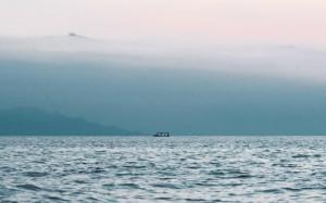 清澈秀美的自然湖水美景意境