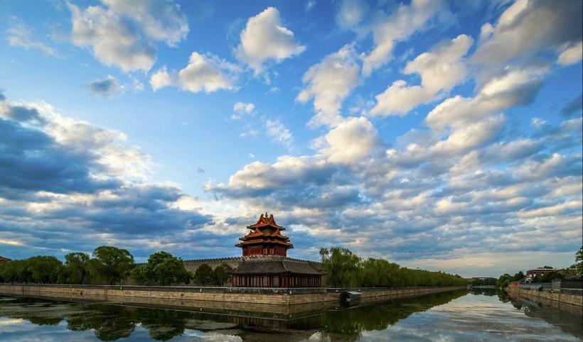 初夏晨光紫禁城角楼风景