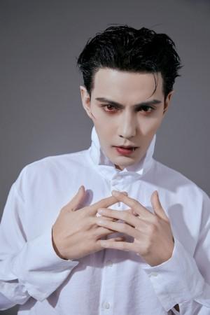 徐正溪吸血鬼搞怪创意妆容图片壁纸