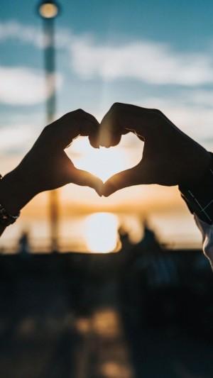 浪漫情人节爱心手势