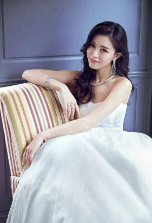 文咏珊婚纱造型登封面写真